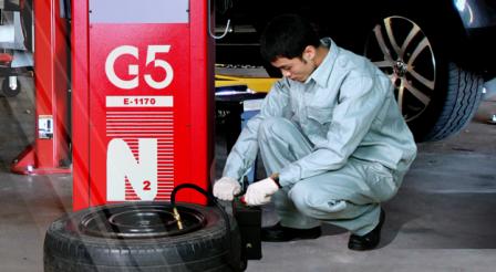 Thay lốp ô tô - Bơm khí nito cho lốp xe