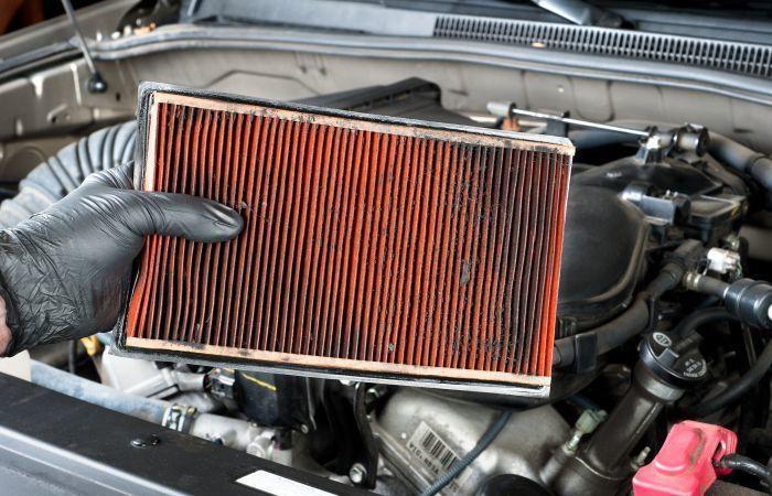 Vệ sinh lọc gió trên xe giúp động cơ hoạt động tốt, bền bỉ hơn