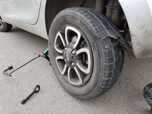 Nguyên liệu làm lốp ô tô và cách khắc phục khi lốp xe ô tô bị chém