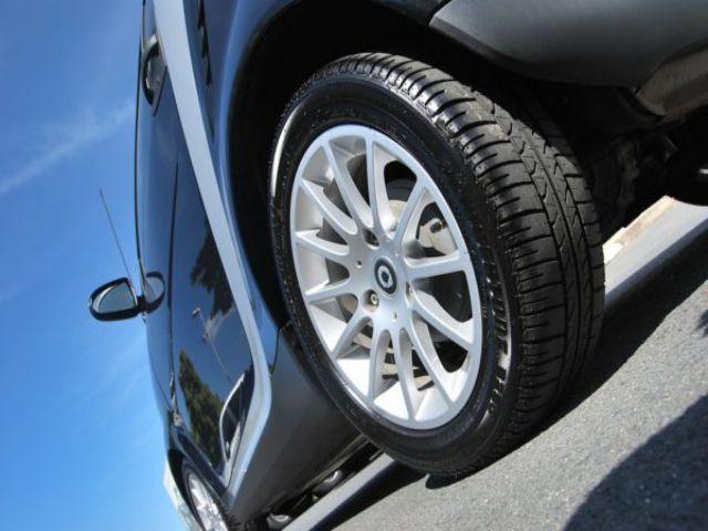 Lốp xe ô tô nặng bao nhiêu kg? Những lưu ý khi bơm lốp ô tô