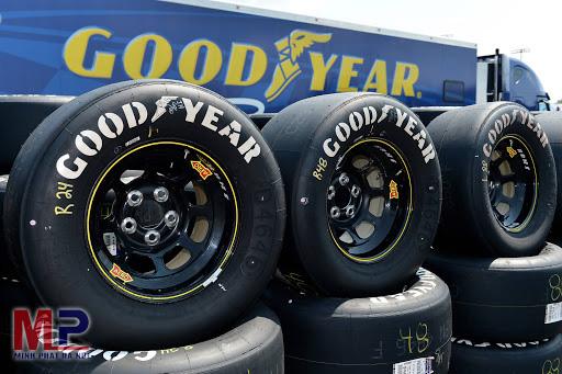 Thay lốp ô tô chính hãng tại đơn vị uy tín để xe vận hành tốt