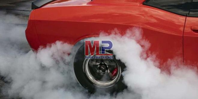 Áp suất lốp ô tô ảnh hưởng đến khả năng vận hành xe