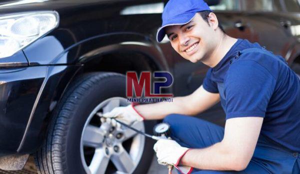 Bơm lốp ô tô đúng áp suất sẽ tăng tuổi thọ lốp