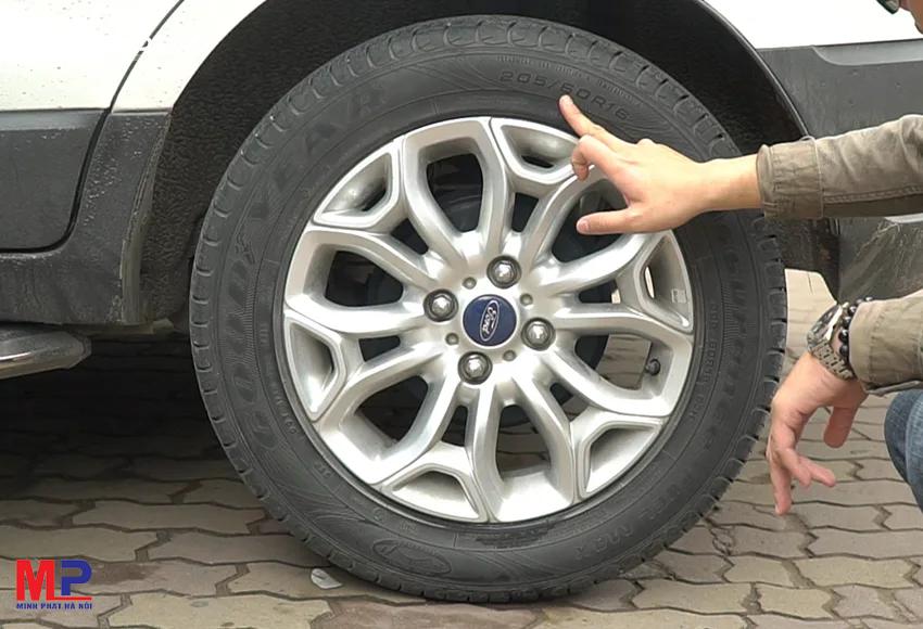 Lưu ý kiểm tra chất lượng bánh xe để sửa chữa thay thế phù hợp, đảm bảo an toàn