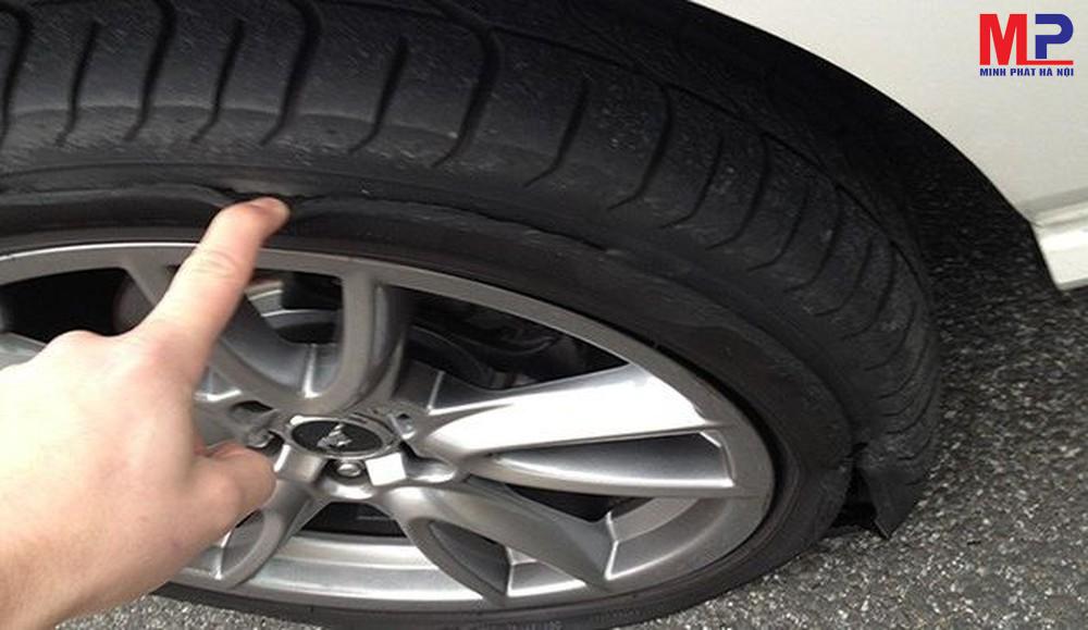 Thay lốp xe khi bị rách, thủng - sử dụng lốp hankook