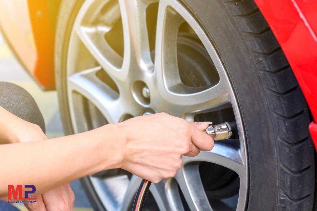 Cần chú ý bơm lốp xe